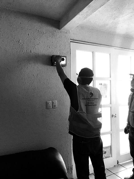 Elaboración de rayos x en paredpor trabajadores de Los Cedros S.A.