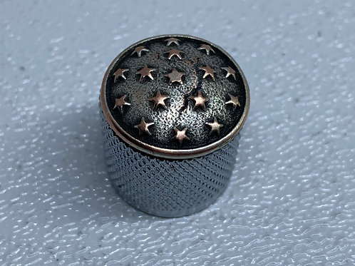 Small stars guitar knob with knurled sides.