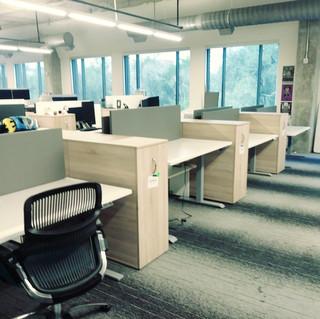 height adjsutable desk