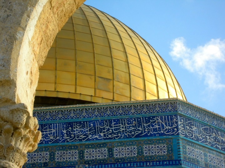 Gold, adorned stones & arabic mosaic
