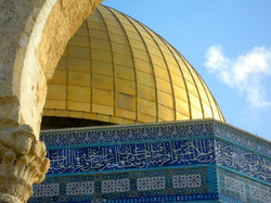 Gold, adorned stones & arabic mosaic