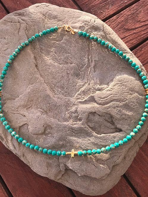 Gargantilla piedra verde mar y colgante de cruz