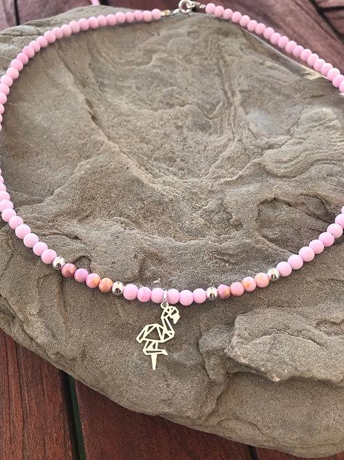 Gargantilla piedra natural rosa pálido y colgante flamenco