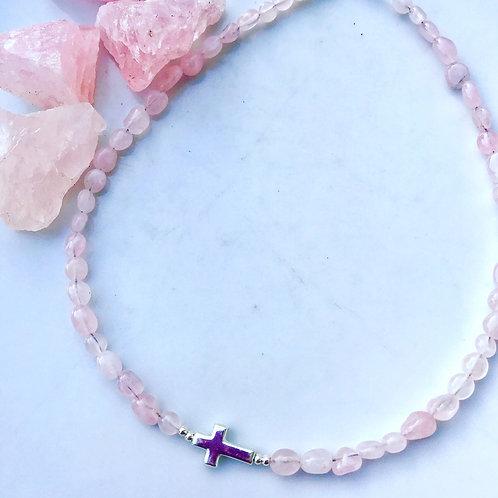 Gargantilla cuarzo rosa con cruz de plata