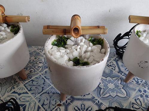Pocinho de Cerâmica com Pé de Madeira