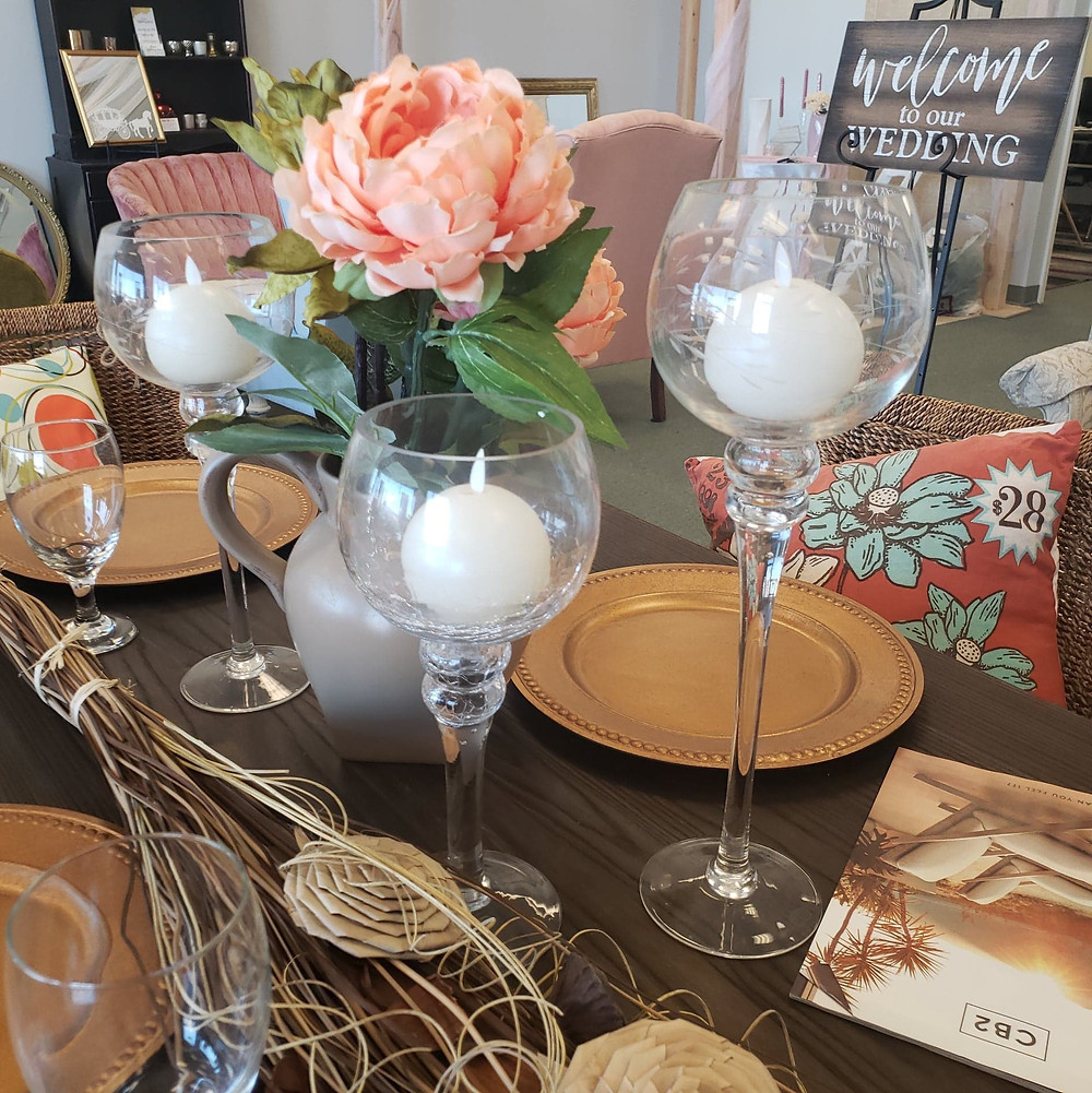 We love using touches of orange in our tablesettings and lounge areas.