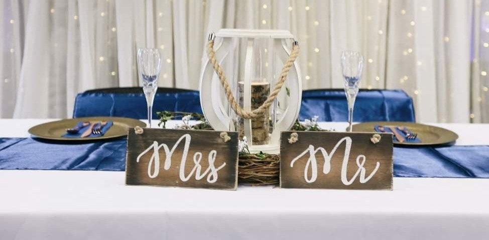 mr and mrs rustic sign_edited_edited.jpg