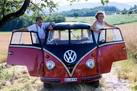 © Das Hochzeitspaar mit Bully by Fotografie Ulrike Kiese.jpg