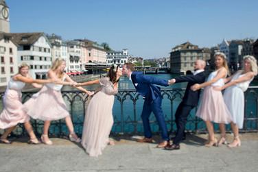 Momentaufnahme nach Ziviltrauung im Stadthaus Zuerich ©  Hochzeitsfotografie Ulrike Kiese.ch