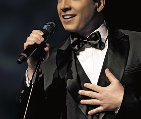 Daniel Boaventura apresenta show 'Your Song' no TCA