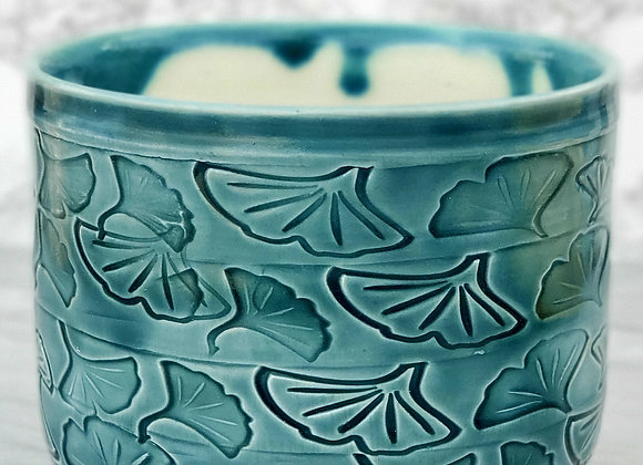 Vase/Vessel with Gingko leaves in Green