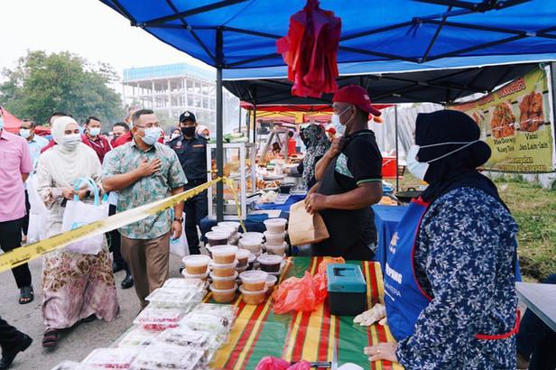 gambar 5 bantuan peniaga bazar ramadan 2
