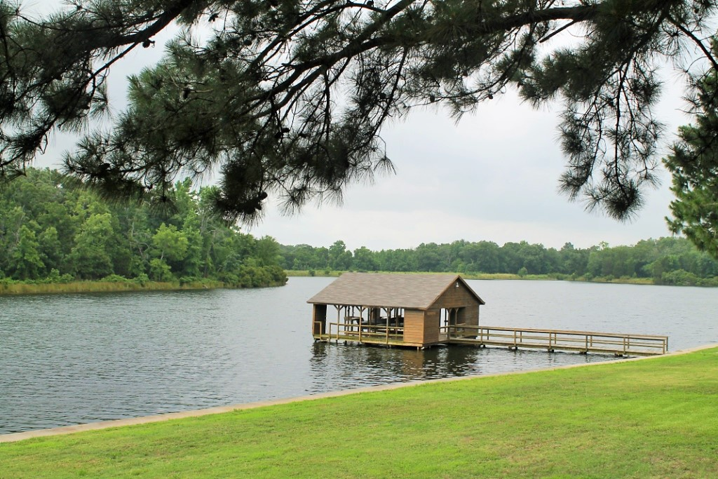 Lake and Boat House.JPG