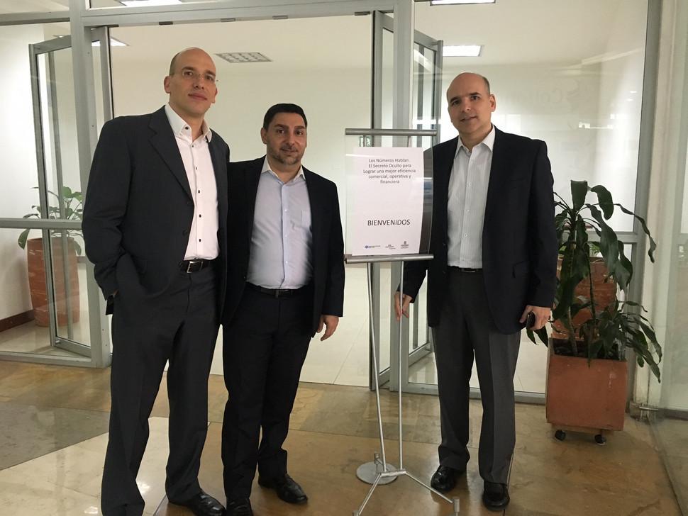 BCE Consulting Group dirigiendo la Tertulia del Cluster Textil, Confección, Diseño & Moda de la