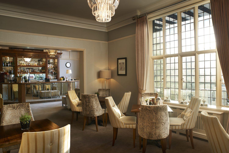 Manor-Lounge-03-e1547554218289.jpg