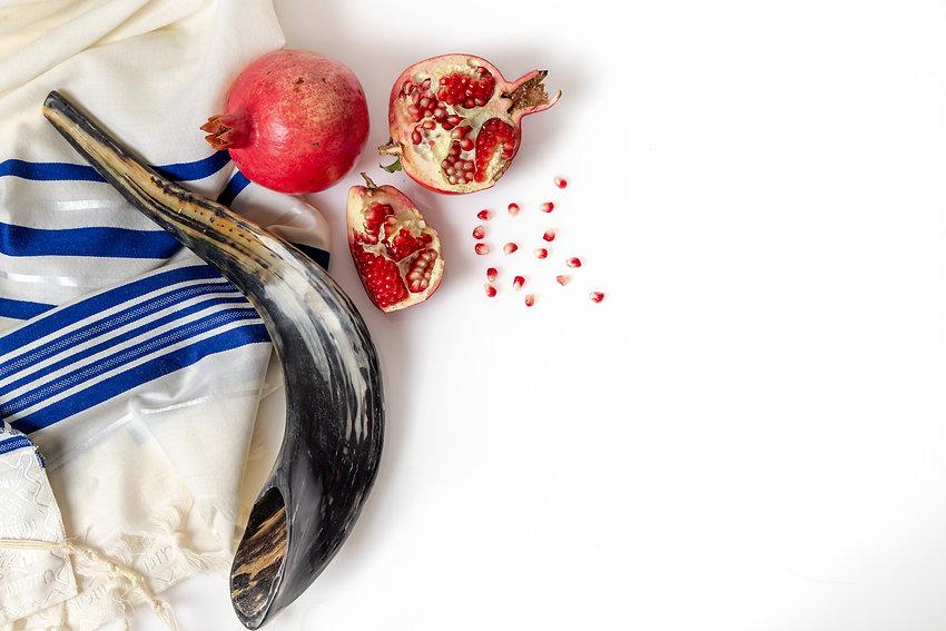 talit-shofar-pomegranate-pomegranate-seeds-top-view.jpeg