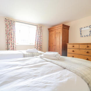 Holiday cottage twin bedroom