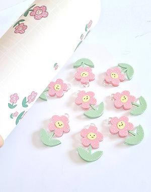 Flores rosas en metacrilato pintado a mano