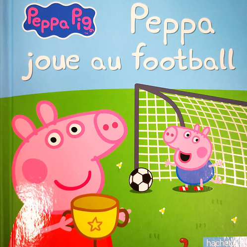 Peppa joue au football