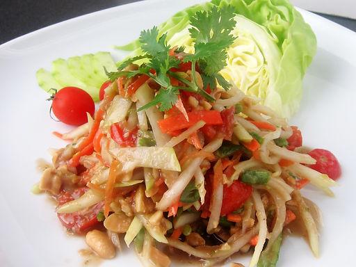 ソム タム タイ(青パパイヤのピリ辛サラダ)Green papaya hot chili salad
