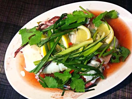 プラー ムック ヌン マナオ(イカのレモン蒸し)Lemon steamed squid