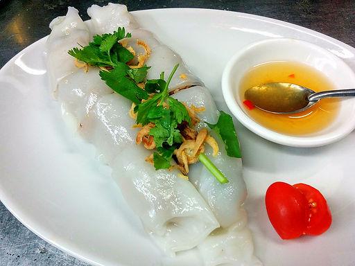 バイン クォン(挽き肉の蒸し春巻き)Minced meat of steamed spring rolls Vietnam style