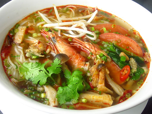 クイティオ トムヤムクン(トムヤムクンラーメン)Tom yum kun soup with rice noodle