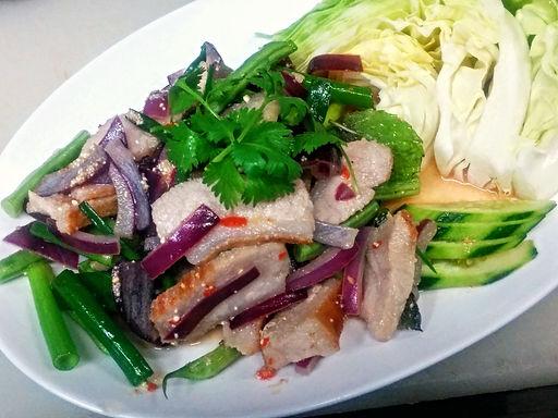 ナムトック コームー ヤーン(トントロのハーブ和え)Spicy griled pork with herb