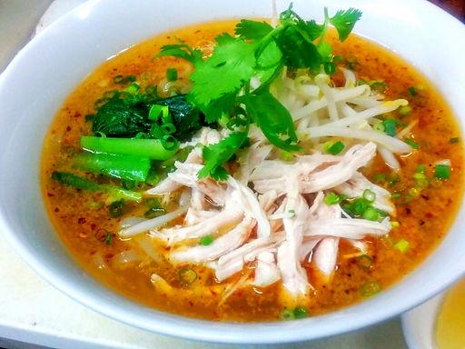 フォー ガー サテ(ベトナムラー油入り鶏肉麺)Vietnamese spicy chicken rice noodle