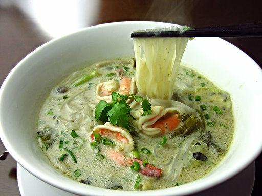 フォーゲーンキャオワーンクン(エビのグリーンカレーフォー)Thai green curry with Vietnam ricw noodle