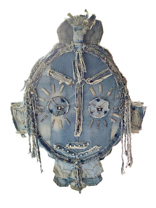 Jean Genie  Masque en jean, boutons métalliques, fragments et chutes de jeans, assemblés etcousus, effilochés et tressés.