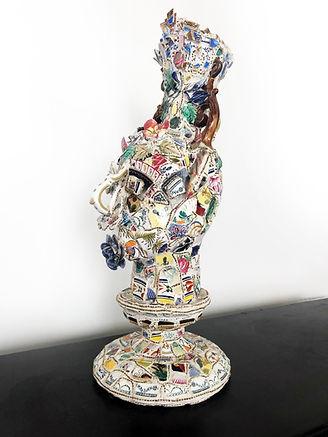 """Statue """"Sicilia""""  Composition en mosaïque de faïence et porcelaine"""