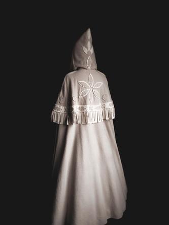 """Franck Sorbier Haute Couture Hiver 2021-2022 """"L'Esprit des lieux - Chaalis -La Servante, le Passeur et la Relique"""" © Amaury Voslion / Franck Sorbier"""