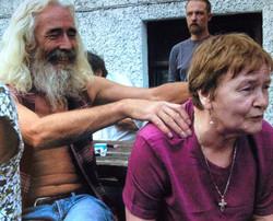 Henno gives Maureen da treatment