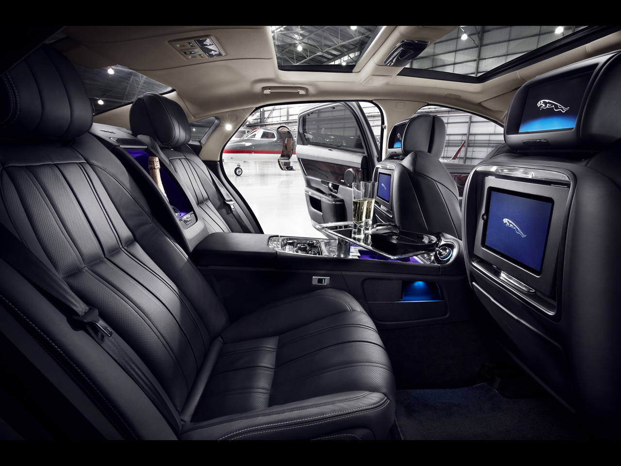Jaguar XJ Ultimate - Interior