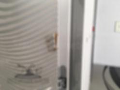 Сколы и сдит угол на 3D панели межкомнотной глянцевой двери