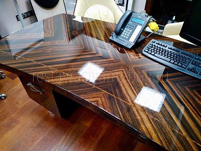 Полировка глянцефой столешницы на офисной мебели