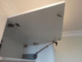 Вырванные петли у фасадов дверок кухонно