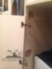 Ремонт вырванных мебельных петель у шкафа