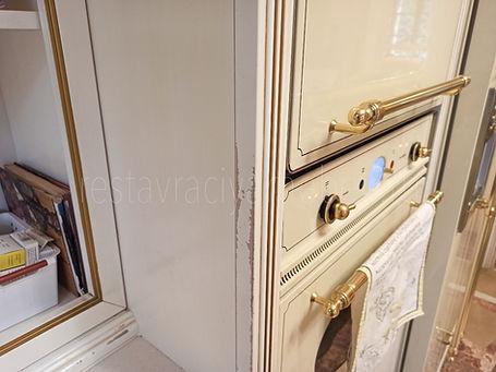 Потертость на торце кромки у кухонного шкафа