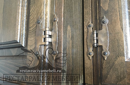 Специальные, декоративные, анологичные петли для Югосавской мебели. Гарантия от производителя 30 лет, что говорит о серьезной надежности и износостойкости!