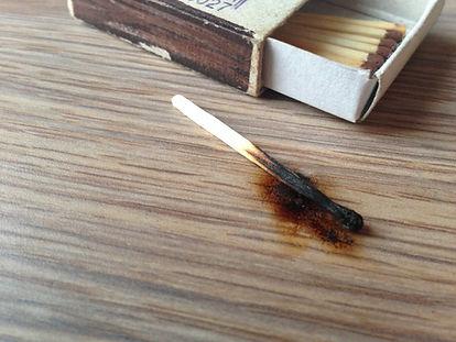 Ожоги на мебели, что с ними делать и как удалить это с поверхности или лака