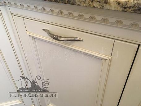 Устранение сколов и потертостей на кухонных фасадах в Москве