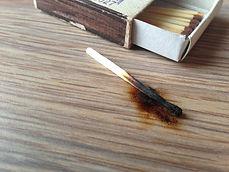 Ожеги на мебели удаляются нашими мастерами-реставраторами в домашних условиях