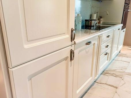 Удаление не правильно просверленных отверстий на кухонных фасадах мебельного гарнитура