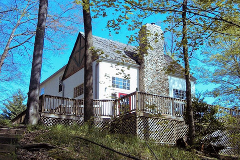Lodges and cabins for retreats, reunions, getaways