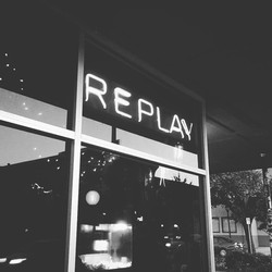 sign_replay.jpg