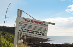 Raglan unwelcome sign