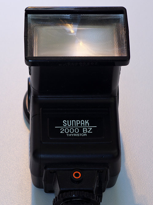 Sunpak 2000 BZ Thyristor flash front view