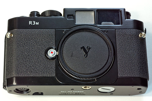 Voigtlander Bessa R3M rangefinder camera body, front view